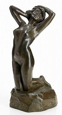 Knästående Kvinnofigur by Alice NORDIN