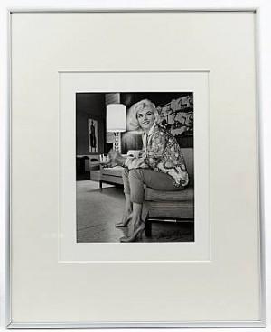 Marilyn - Sitting by George BARRIS