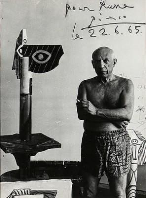 Svartvitt Fotografi Föreställande Pablo Picasso Vid Skulptur by Pablo PICASSO