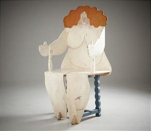 Skulptur/stol, Bemålat Trä I Form Av Omfamnande Kvinnofigur by Lenny CLARHÄLL
